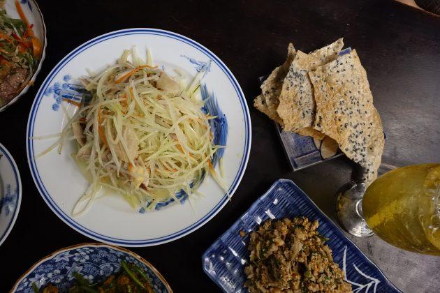 Chụp đồ ăn trong nhà